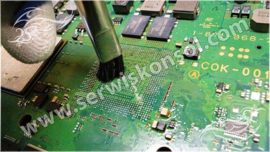 Czyszczenie płyty głównej PS3 - procesor RSX
