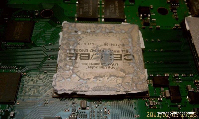 Resztki pasty termo na procesorze CELL