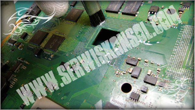 Czyszczenie płyty głównej PS3 - procesor CELL